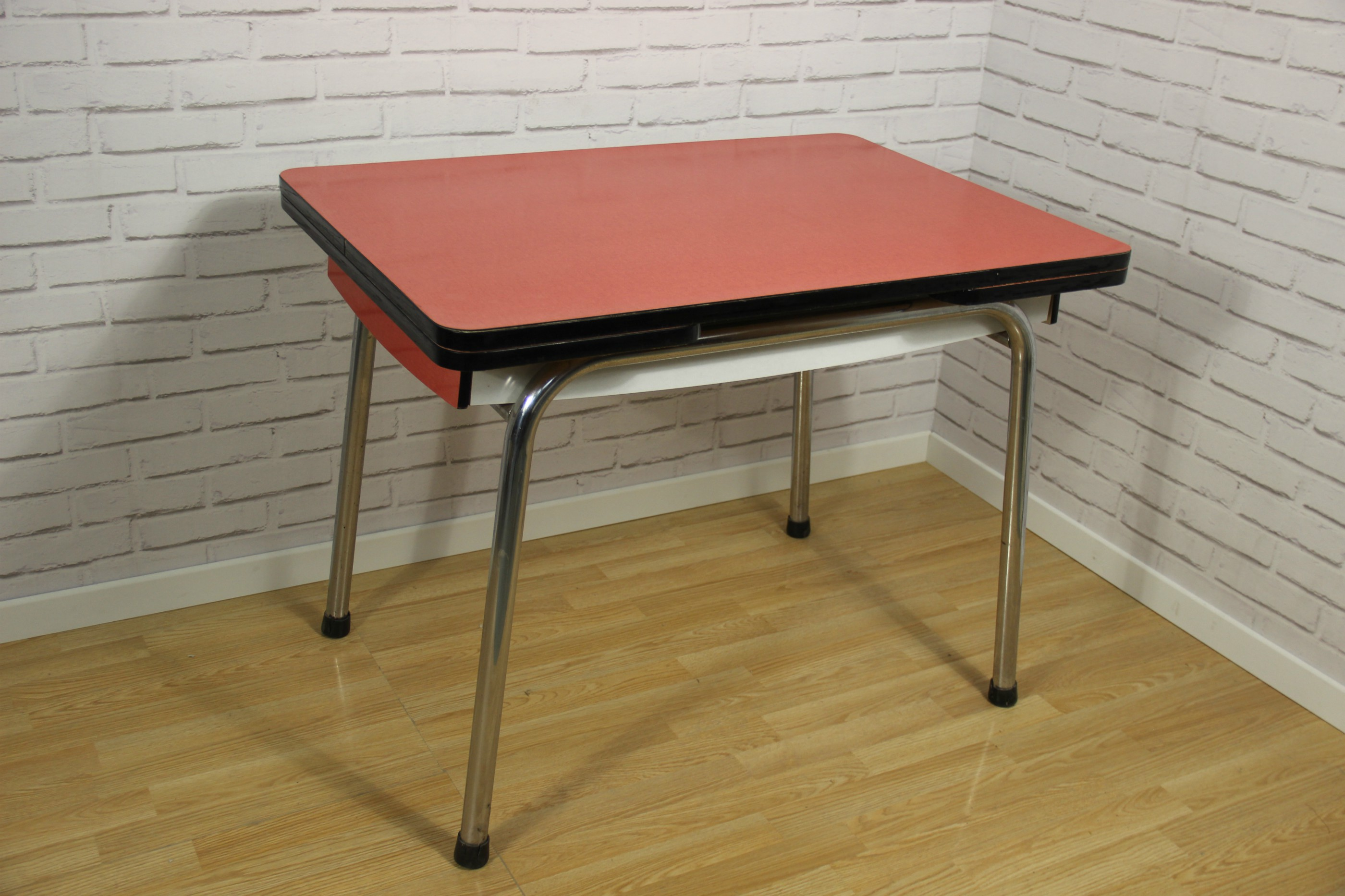 100 Remarquable Concepts Table En Formica Rouge
